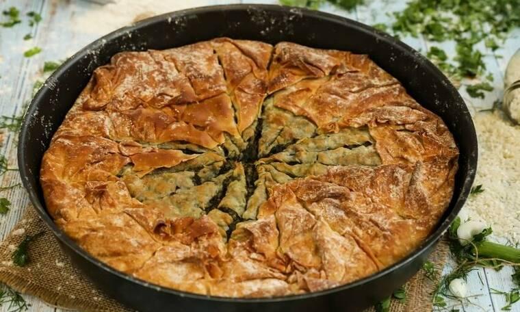 Πίτα με φύλλο σφολιάτας και λουκάνικα