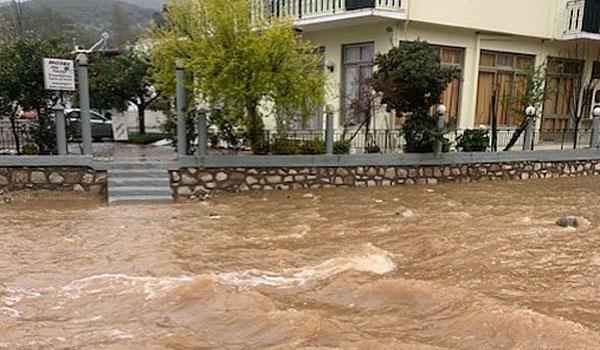 Ζημιές από πλημμύρες σε Εύβοια, Βοιωτία, Φθιώτιδα - Ζητούν να τεθούν σε έκτακτη ανάγκη