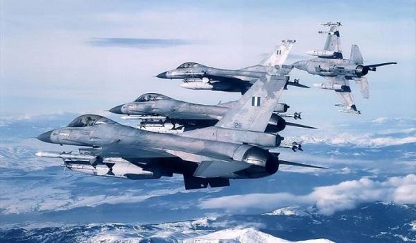 Ελληνικά πολεμικά αεροσκάφη πετούν πάνω από τη Βόρεια Μακεδονία