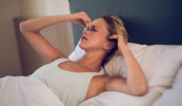 Πονοκέφαλος όταν ξυπνάτε: Οι πιθανές αιτίες