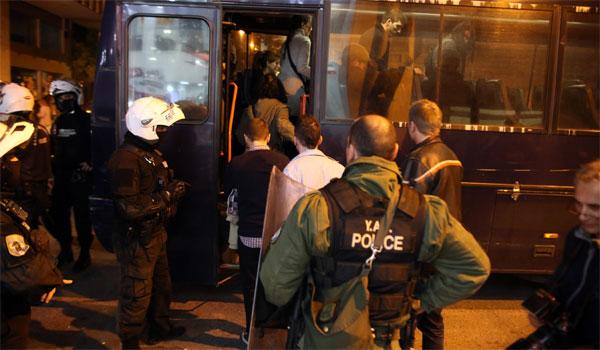 Ελεύθεροι οι 20 προσαχθέντες του Ρουβίκωνα που διέκοψαν τον Τσακαλώτο