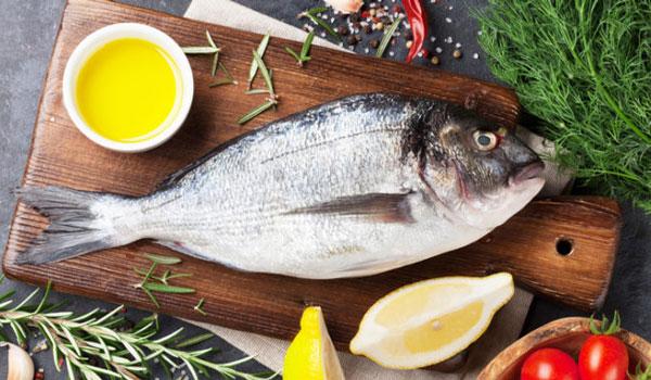 Πώς θα ξεφορτωθείς τη μυρωδιά του μαγειρεμένου ψαριού από την κουζίνα