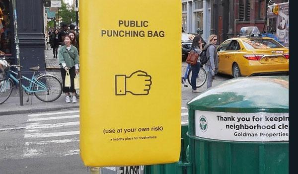 Σάκοι του μποξ στους δρόμους για τους αγανακτισμένους: Μια μπουνιά θα σας ηρεμήσει!