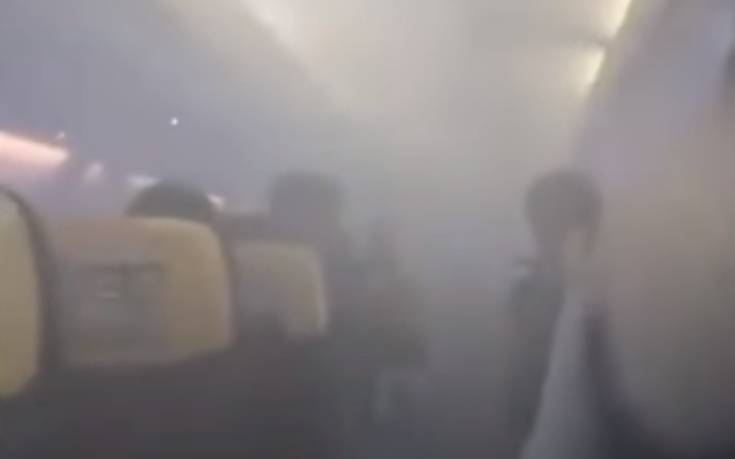 Πανικός σε πτήση: Η καμπίνα του αεροπλάνου γέμισε καπνούς