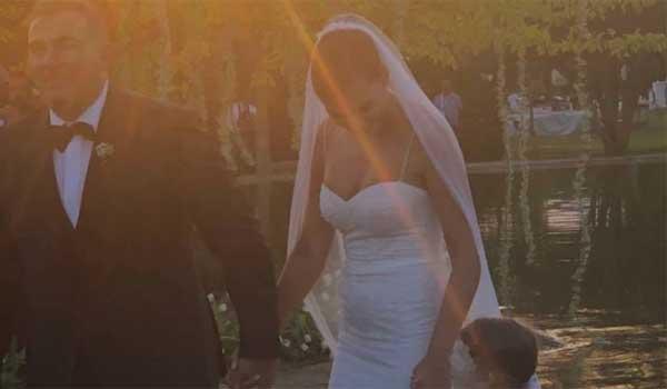 Γάμος Ρέμου – Μπόσνιακ: Ο πρώτος χορός του ζευγαριού