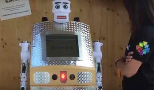 Ρομπότ ιερέας για τις κηδείες: Made in Japan, φυσικά! Βίντεο