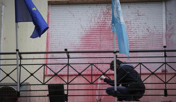 Επίθεση με μπογιές από τον Ρουβίκωνα στην πρεσβεία των ΗΠΑ