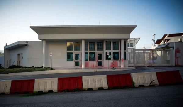 Επίθεση του Ρουβίκωνα με μπογιές στην πρεσβεία των ΗΠΑ. Οκτώ προσαγωγές