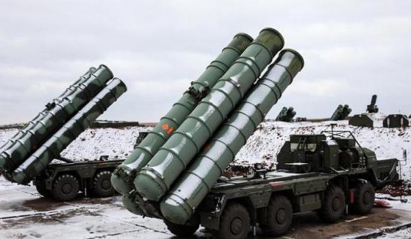 Τουρκία: Έφτασαν τα πρώτα τμήματα των S-400