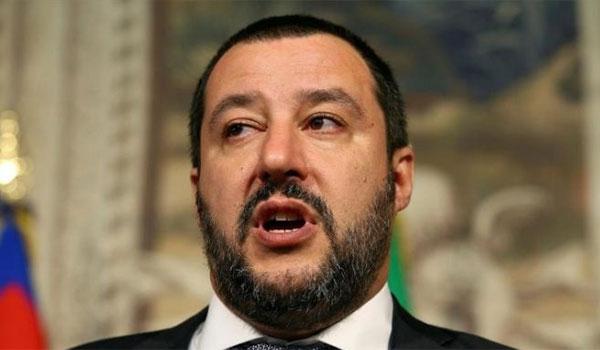 Ιταλία: Απειλεί με δημοψήφισμα ο Σαλβίνι εάν ακυρωθεί ο αντιμεταναστευτικός νόμος