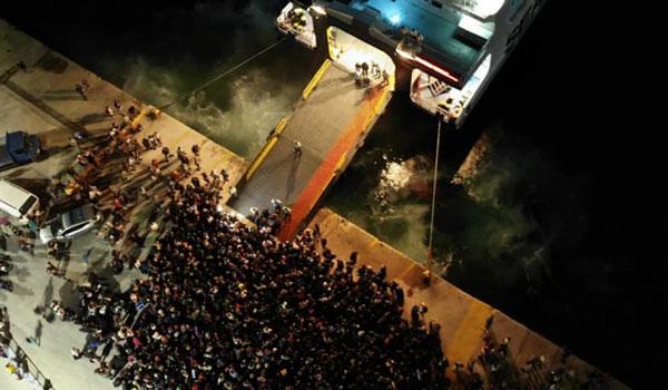 """Σαμοθράκη: Περισσότεροι από 1.500 """"εγκλωβισμένοι"""" αναχώρησαν από το νησί"""