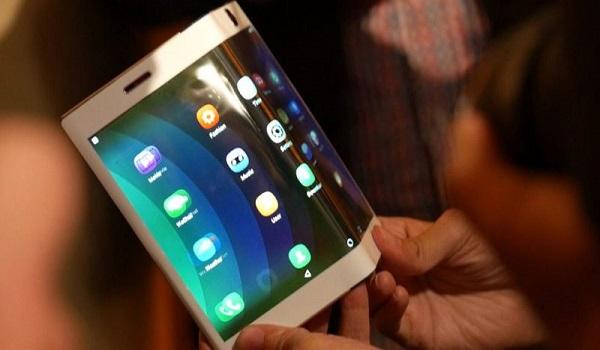 Αλλάζουν τα smartphones - Τι ετοιμάζουν οι μεγάλες εταιρείες