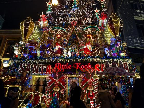 Little Κook, Χριστουγεννιάτικο παραμύθι στο κέντρο της Αθήνας: Υπέροχος στολισμός στου Ψυρρή