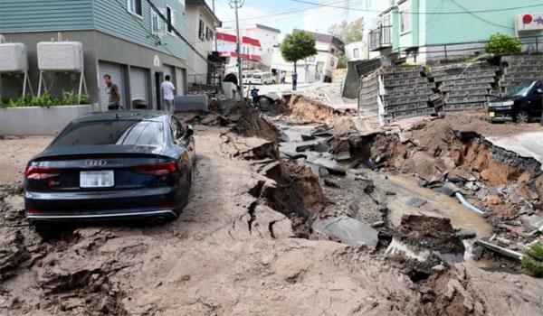 Φονικός σεισμός 6,7 Ρίχτερ έπληξε την Ιαπωνία μετά τον τυφώνα