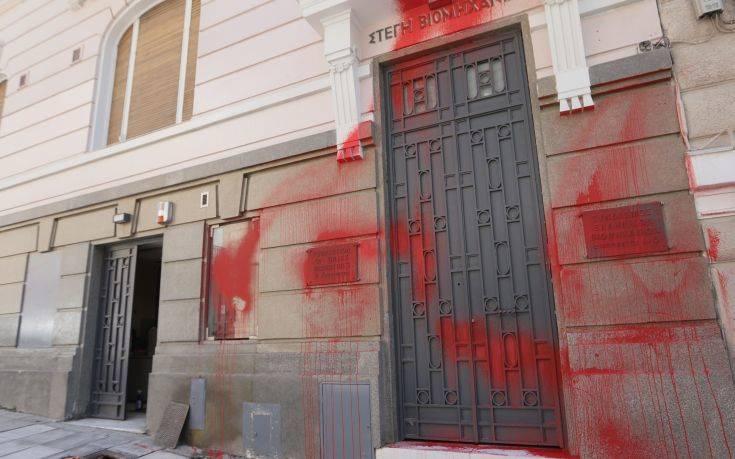 Σε συλλήψεις μετατράπηκαν 2 από τις 3 προσαγωγές για την επίθεση Ρουβίκωνα στο ΣΕΒ