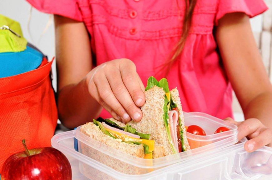 Σχολικά γεύματα σε 954 δημοτικά
