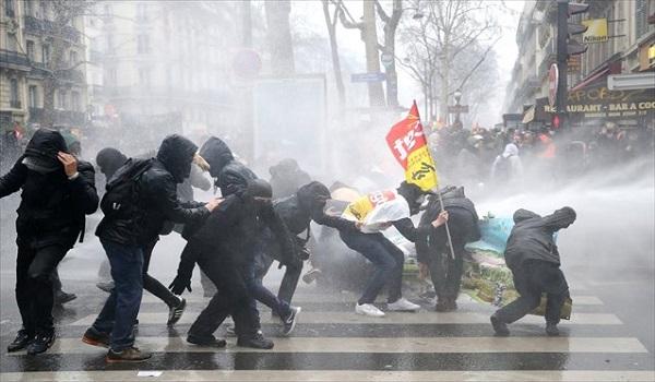 Βίαιες συγκρούσεις στο Παρίσι σε διαδηλώσεις κατά του Μακρόν