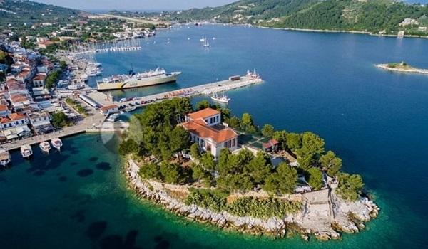 Πάνω και απ' τις Σεϋχέλες. Το πιο αναπτυσσόμενο ελληνικό νησί με τις καλύτερες παραλίες στον κόσμο το 2019
