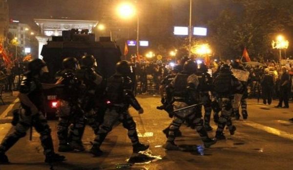Σκόπια: Διαδηλώσεις, ξύλο και τραυματισμοί για τη συμφωνία