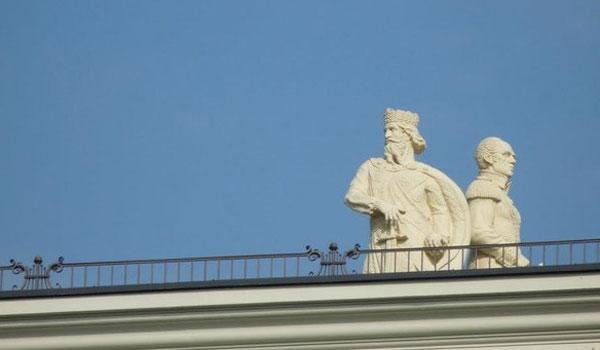 Απομακρύνονται αγάλματα από το κέντρο των Σκοπίων που παραπέμπουν σε αλυτρωτισμό