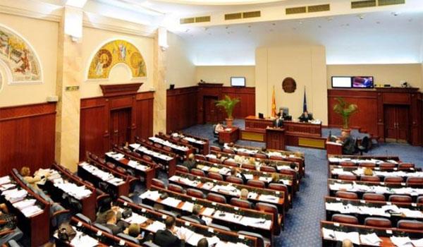 ΠΓΔΜ: Πέρασε από την Επιτροπή της Βουλής η συμφωνία. Δεν έλειψε η ένταση
