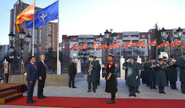 Η σημαία του NATO κυματίζει στα Σκόπια. Για Βόρεια Μακεδονία μίλησε ο Ζάεφ
