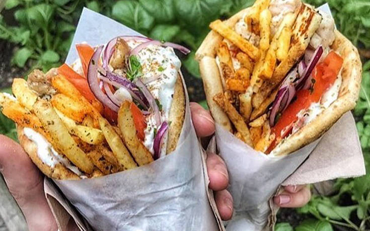 Σουβλάκι ή χωριάτικη σαλάτα: Τι να προτιμήσεις αν κάνεις δίαιτα