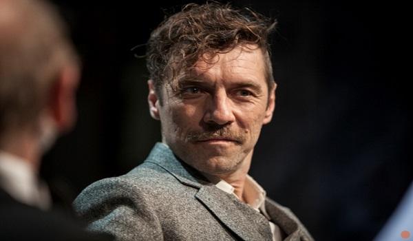 Ο Γιάννης Στάνκογλου είναι πάρα πολύ καλός ηθοποιός, οπότε μπορεί να κάνει ότι φιλάει και ωραία