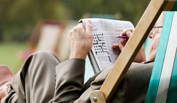 Οι μεσήλικες που λύνουν σταυρόλεξα εμφανίζουν οξύτερη σκέψη στην τρίτη ηλικία