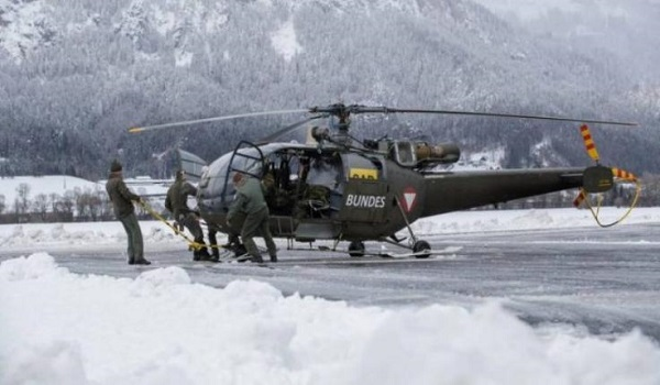 Αποκλείστηκαν μαθητές στην Αυστρία – Τους απομάκρυναν με ελικόπτερα του στρατού