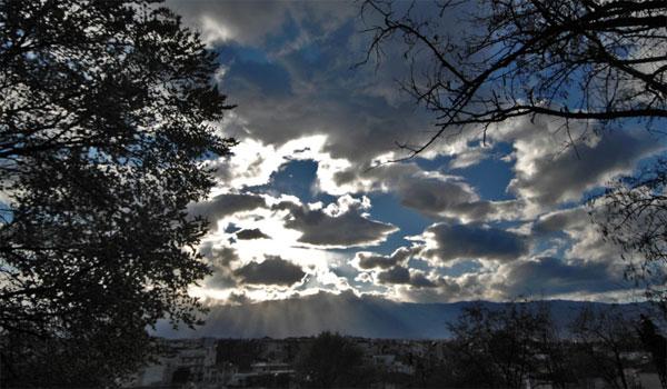 Ηλιοφάνεια και λίγες νεφώσεις την Τετάρτη - Πού θα σημειωθεί παγετός