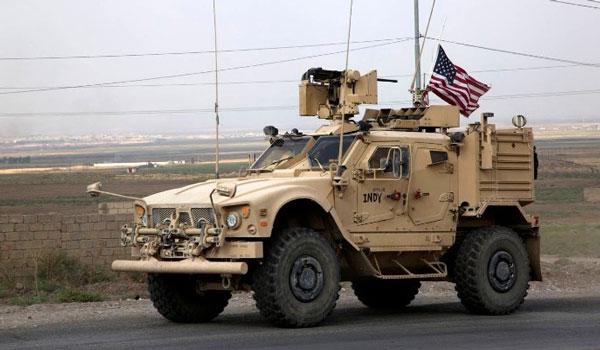 Κούρδοι πετούν πατάτες στα αμερικανικά στρατεύματα που αποχωρούν από τη Συρία