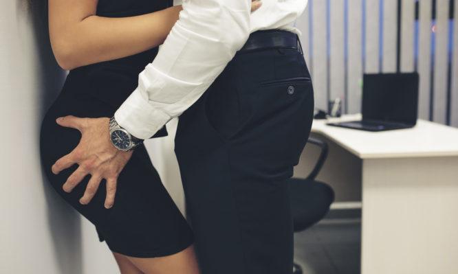 Σχέσεις στον χώρο εργασίας: Σε ποιες δουλειές οι εργαζόμενοι… έρχονται πιο κοντά