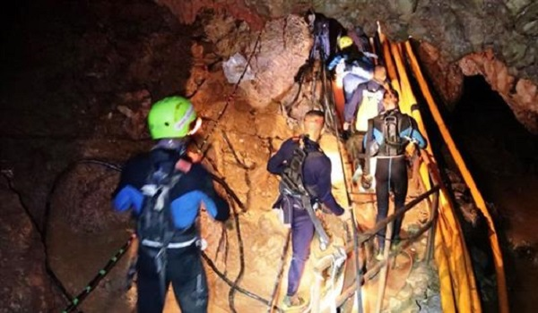 Ταϊλάνδη: Σώθηκαν ήδη έξι παιδιά ενώ η αγωνία κορυφώνεται #ThaiCaveRescue