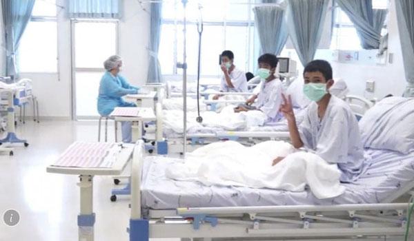 Ταϊλάνδη: Οι πρώτες εικόνες των αγοριών μέσα από το νοσοκομείο