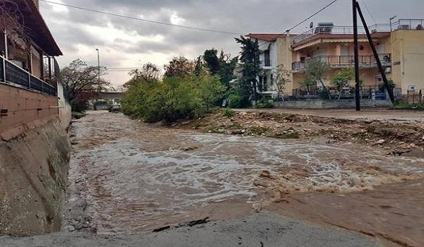 Σε κατάσταση έκτακτης ανάγκης η Θάσος: Εικόνες βιβλικής καταστροφής από τη καταρρακτώδη βροχή