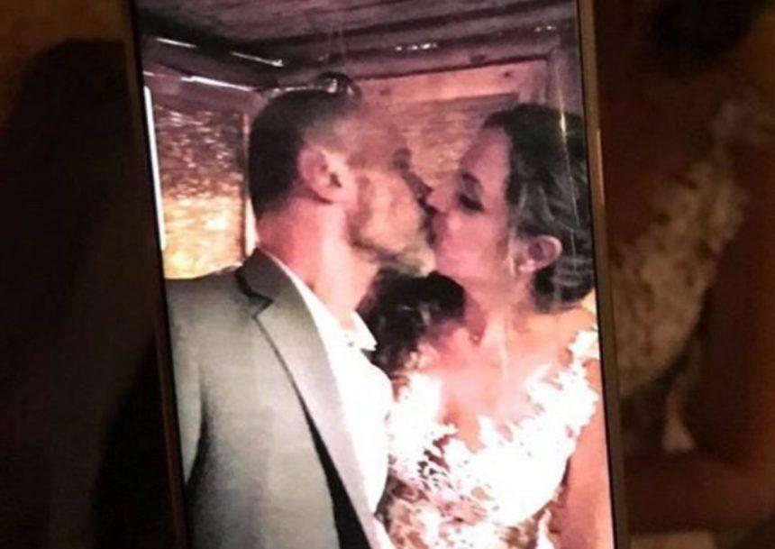 Ο Τζώνυ Θεοδωρίδης παντρεύτηκε την κατά 18 χρόνια μικρότερή σύντροφό του