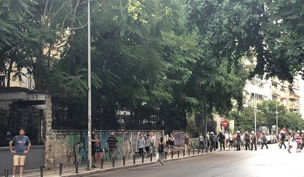 Επεισόδια στη Θεσσαλονίκη μεταξύ διαδηλωτών για τη Μακεδονία και αντιεξουσιαστώv