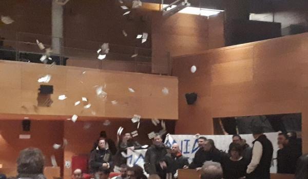 Ένταση το δημοτικό συμβούλιο της Θεσσαλονίκης με μέλη της Χρυσής Αυγής