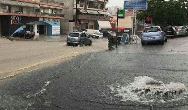 Πνίγηκε η Θεσσαλονίκη από την ισχυρή καταιγίδα και ξέμεινε από νερό!