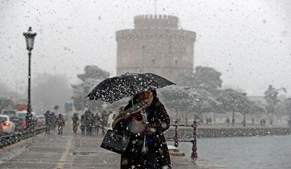 """Κακοκαιρία: Η """"Ωκεανίδα"""" σαρώνει την Ελλάδα – Χιόνια και πολικές θερμοκρασίες"""