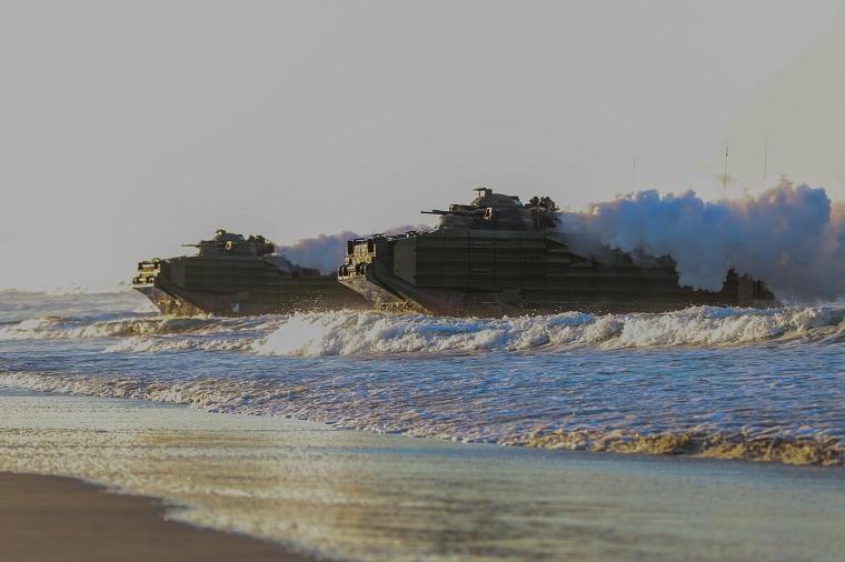 Η Αμερική θωρακίζεται σε θάλασσα και στεριά με νέα αμφίβια οχήματα