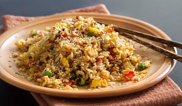 Τι είναι το σύνδρομο του τηγανητού ρυζιού που έστειλε μια γυναίκα στα επείγοντα