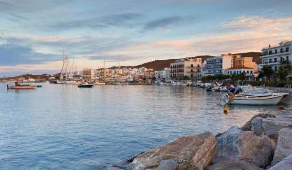 Ιndependent: Τήνος, από τα καλύτερα μέρη στην Ευρώπη για φθινοπωρινές διακοπές