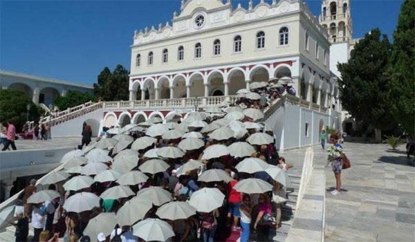 Δεκαπενταύγουστος: Η Ελλάδα φοράει τα γιορτινά της και τιμά την Παναγία