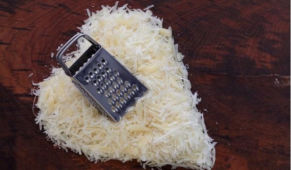 Πώς επηρεάζεται η καρδιά αν τρώτε τυρί κάθε μέρα;