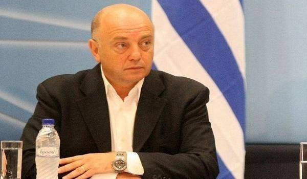 Ο Τοσουνίδης καλεί Κουντουρά και Κόκκαλη να παραδώσουν τις έδρες τους