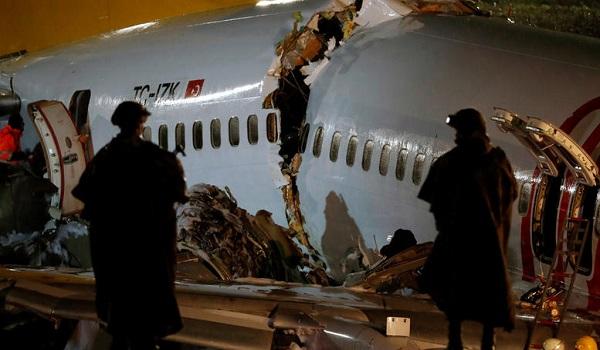 Τουρκία: Η στιγμή που το  Boeing κόβεται στα τρία. Ένας νεκρός. Οι δραματικοί διάλογοι