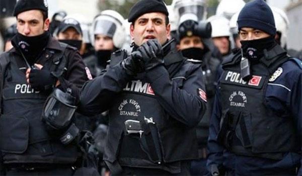 Aκόμη 100 συλλήψεις στρατιωτικών στην Τουρκία