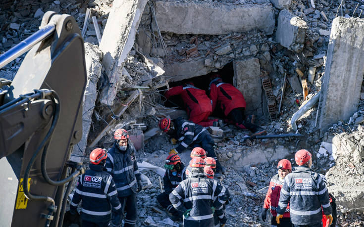 Στους 41 οι νεκροί από τον σεισμό στην Τουρκία - Σταμάτησαν τις επιχειρήσεις διάσωσης